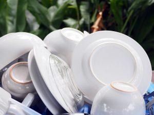 Industrijski pomivalni stroji so sposobni v kratkem času kvalitetno oprati zelo veliko posode